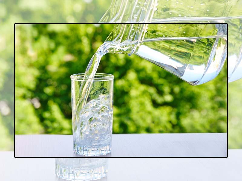 Uống nhiều nước cải thiện tình trạng táo bón