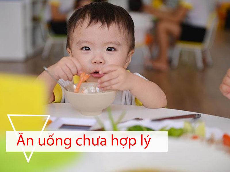 Chế độ ăn uống chưa hợp lý là nguyên nhân gây trào ngược dạ dày thực quản ở trẻ