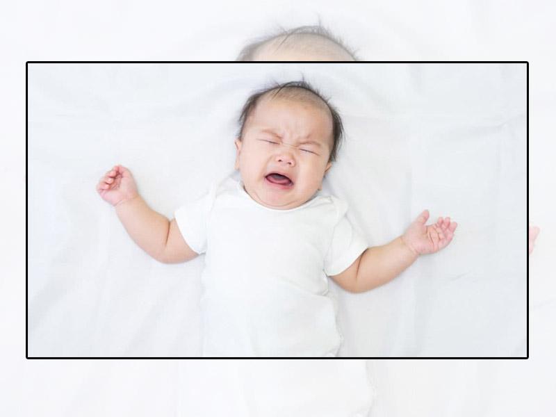 Trẻ có biểu hiện quấy khóc, ngủ không sâu