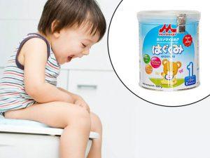 Bé uống sữa Morinaga bị táo bón
